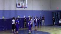 Niewidomy chłopiec zdobył punkt dla ukochanej koszykarskiej drużyny