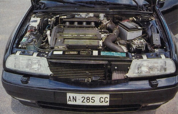 Niewielki napis 4.16 na pokrywie zaworów wskazuje zastosowanie raczej nietypowego dla Kappy silnika o 4 cylindrach i 16 zaworach. Pracuje on cicho i zaskakująco dynamicznie. /Motor