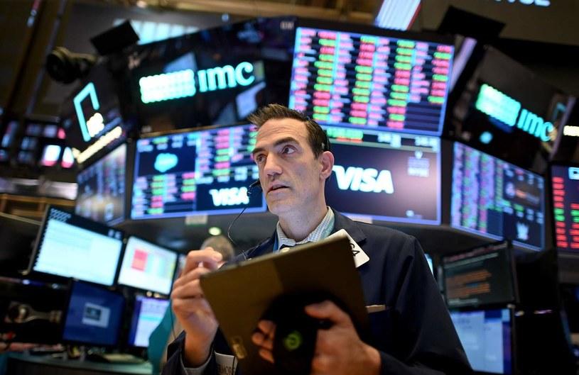 Niewielkie spadki na Wall Street przed wynikami technologicznych gigantów /AFP