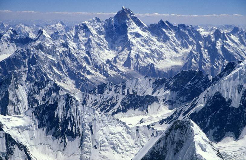 Niewielu też może podziwiać widoki ze zbocza góry K2. /Ronald Naar/ANP Kina /East News