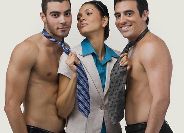Niewinny flirt może uprzyjemnić pobyt w pracy /© Panthermedia