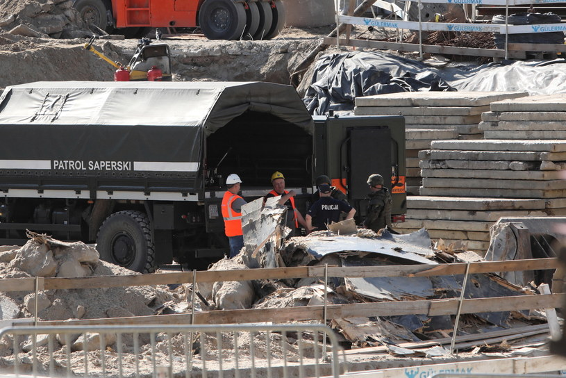Niewybuch z czasów II wojny światowej znaleziono na budowie II linii metra przy ul. Bazyliańskiej /Wojciech Olkuśnik /PAP