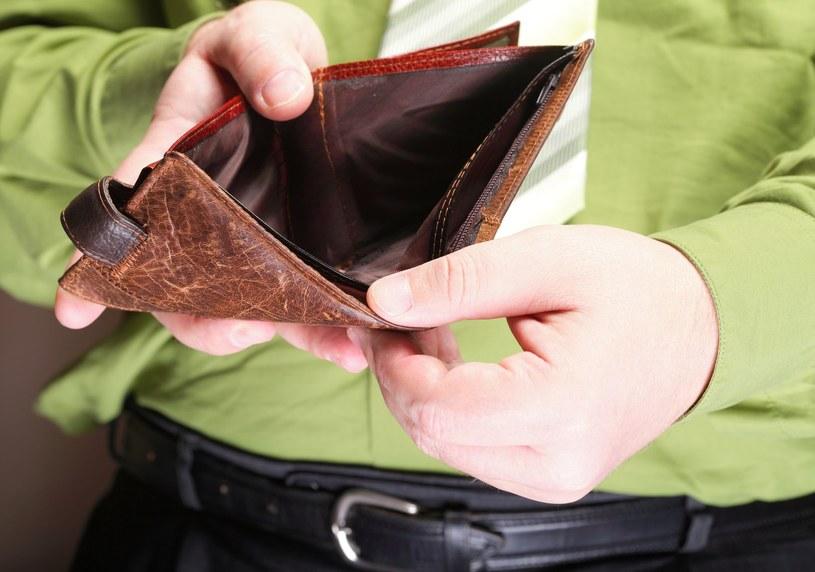 Niewypłacanie lub nieterminowa wypłata wynagrodzeń to nadal plaga w polkich firmach /123RF/PICSEL