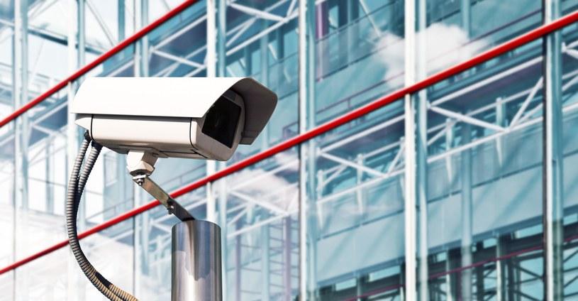 Niezabezpieczone kamerki internetowe są bardzo groźne /123RF/PICSEL