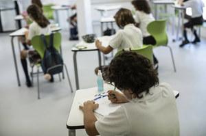 """Niezaszczepiony nauczyciel """"ogromnym zagrożeniem epidemicznym"""". Może zarazić koronawirusem nawet połowę uczniów w klasie"""