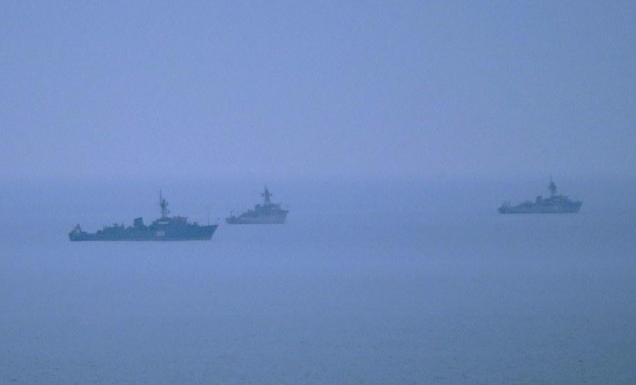 Niezidentyfikowane okręty w pobliżu Sewastopola /MAXIM SHIPENKOV    /PAP/EPA