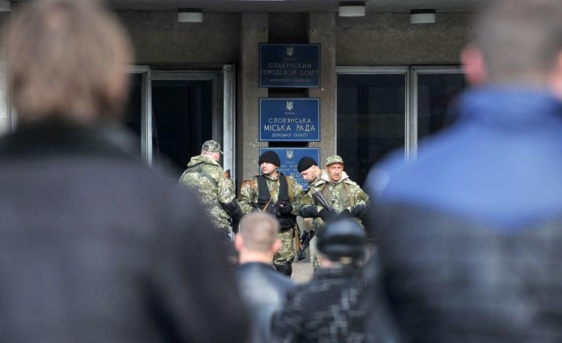 Niezidentyfikowani uzbrojeni mężczyźni w Słowiańsku /AFP