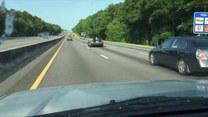 Nieziemski pojazd na autostradzie