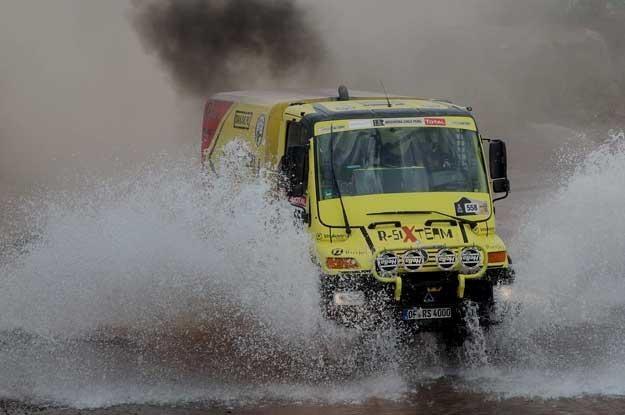 Nieźle spisuje się również ciężarówka zespołu R-SixTeam... /