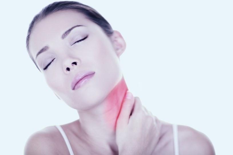 Nieznośny ból paraliżuje szyję /©123RF/PICSEL