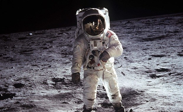 """Niezwykła """"podróż"""" Biało-Czerwonej. Wylądowała na Księżycu wraz z pierwszym człowiekiem"""