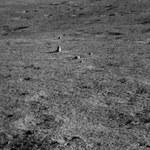 Niezwykła skała na Księżycu. Skąd się tam wzięła?