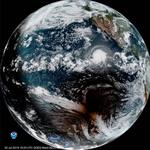 Niezwykłe zdjęcie huraganu i zaćmienia Słońca