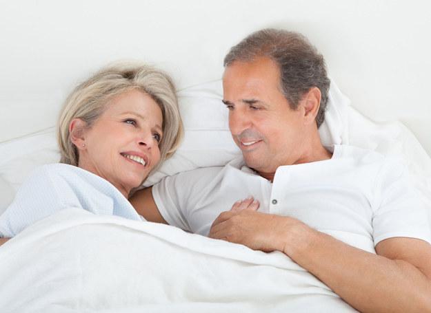 Spotyka się z kobietą po 35 roku życia