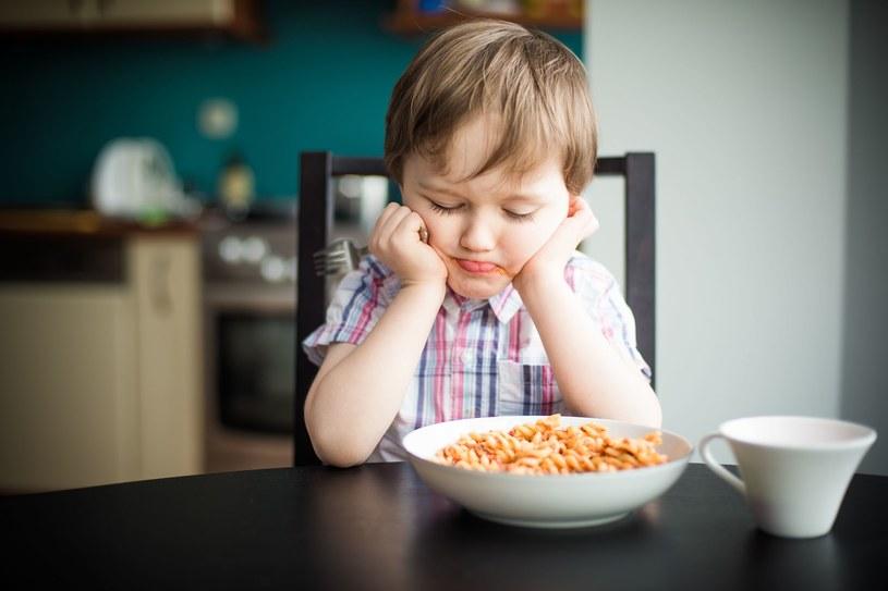 Nigdy nie zmuszaj dziecka do jedzenia /123RF/PICSEL