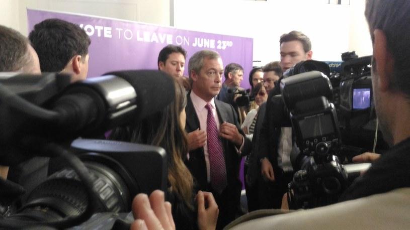 Nigel Farage otoczony przez dziennikarzy /INTERIA.PL