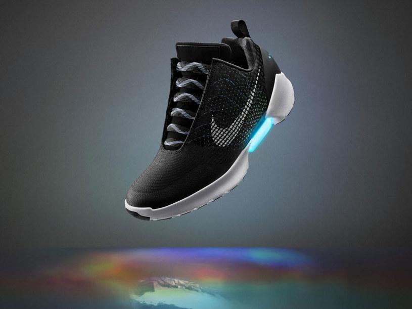 Nike Hyperadapt 1.0 - samowiążące się buty rodem z przyszłości trafią do  sprzedaży jeszcze w tym