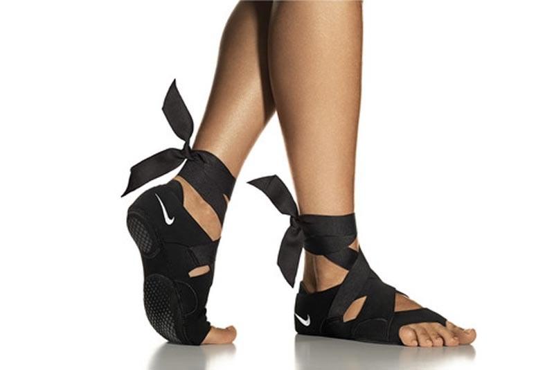 Nike Studio Wrap - wersja w kolorze czarnym /materiały prasowe