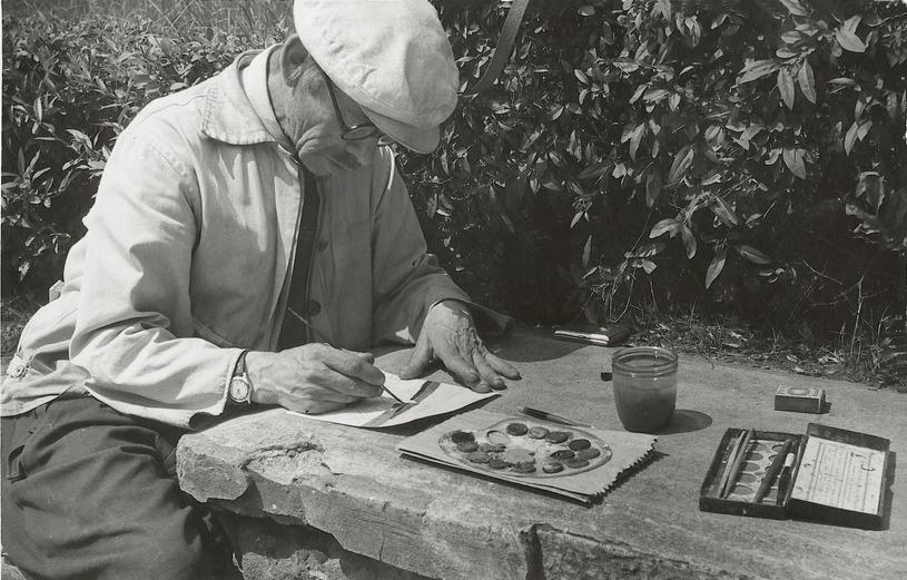Nikifor Krynicki na słynnym murku w Krynicy, gdzie malował i sprzedawał obrazy /Reprodukcja: FoKa /FORUM