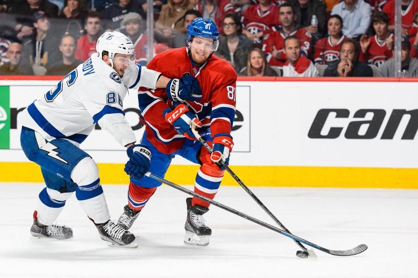 Nikita Kuczerow (z lewej) z Tampa Bay Lightning kontra Lars Eller z Canadiens /AFP