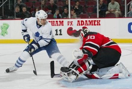 Niklas Hagman za moment zapewni Toronto zwycięstwo /AFP