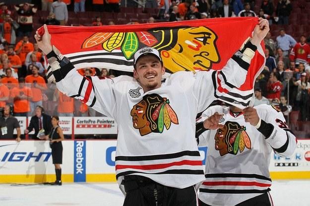 Niklas Hjalmarsson może opuścić Chicago Blackhawks /AFP