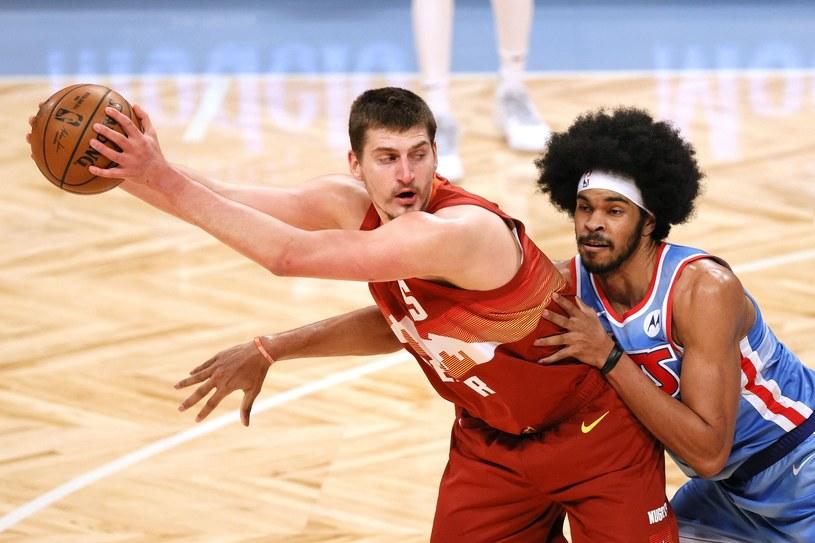 Nikola Jokić (z lewej) /AFP