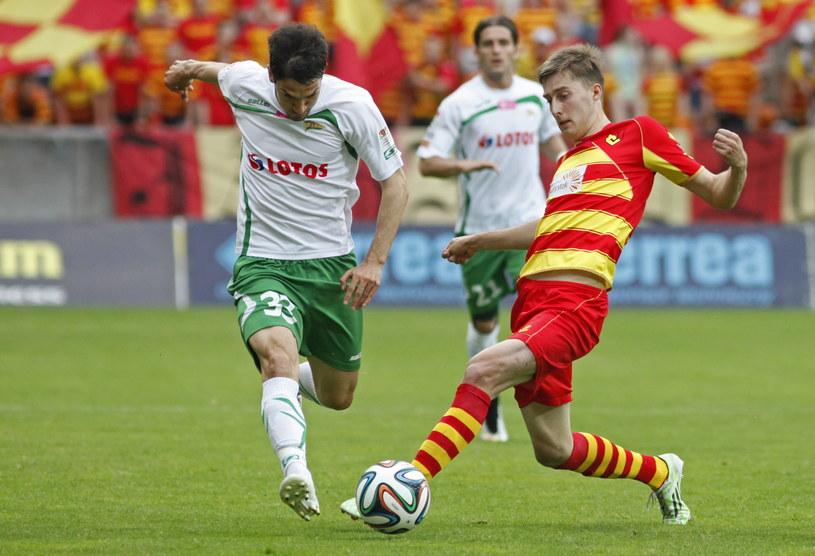 Nikola Leković (z lewej) strzelił pierwszego gola w zwariowanym meczu w Białymstoku /Artur Reszko (PAP) /PAP