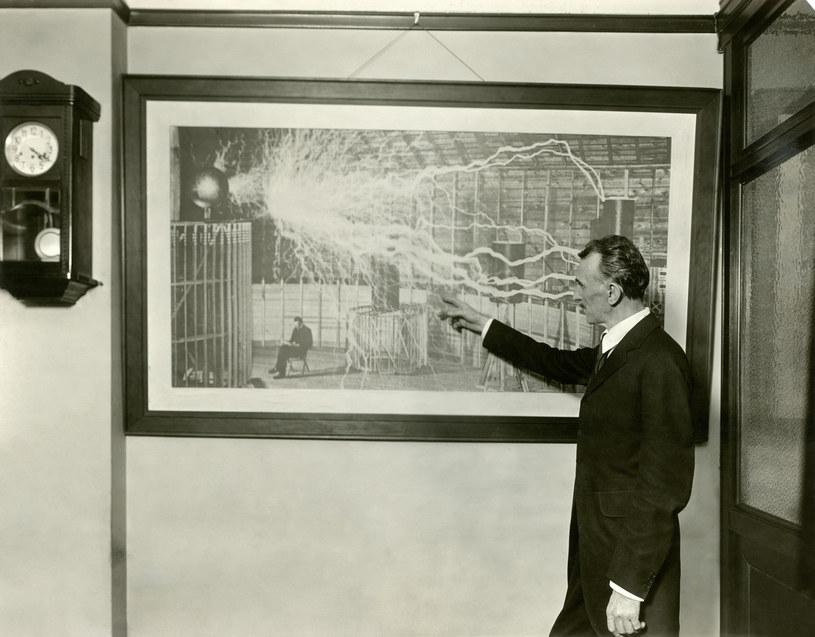 Nikola Tesla - czy jako pierwszy przechwycił pozdrowienia z obcej planety? /East News