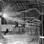 Nikola Tesla - geniusz, wizjoner, czy podróżnik w czasie?