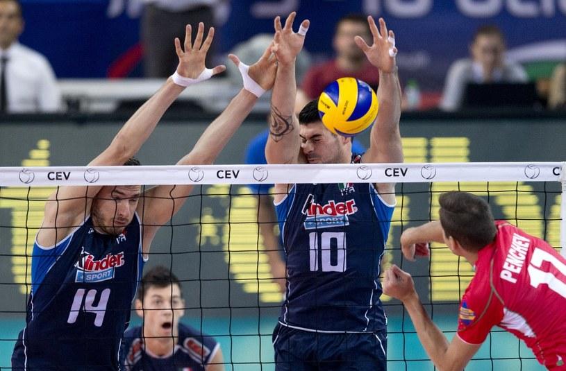 Nikołaj Penczew atakuje w meczu z Włochami /AFP