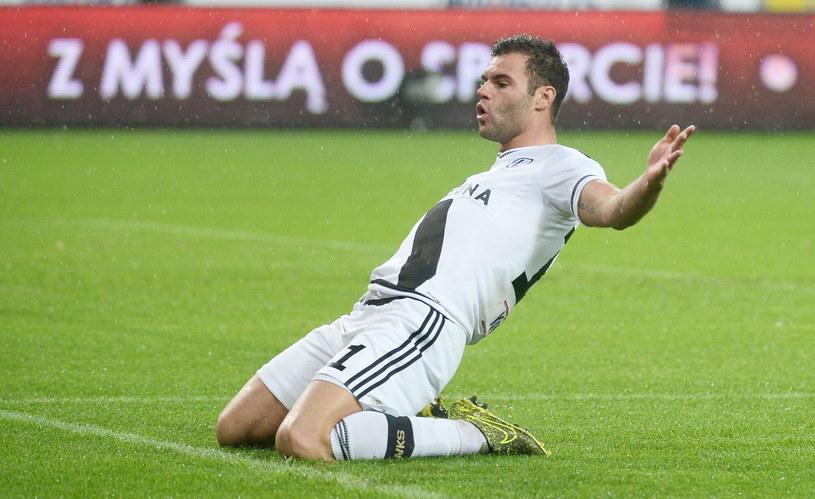 Nikolić świętuje jedno z niedzielnych trafień /AFP