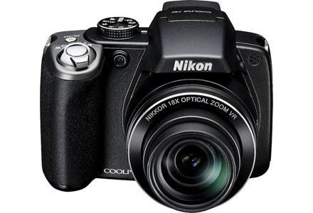 Nikon Coolpix P80 - widok z przodu /materiały prasowe