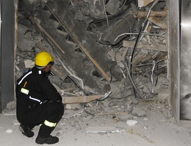 Nikt nie mógłby przeżyć pod gruzami zniszczonych budynków tak długo /PAP/EPA