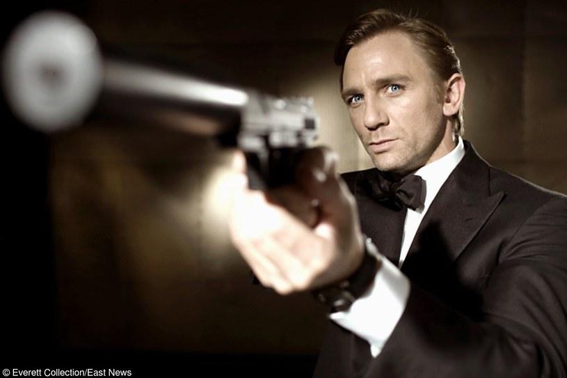 Nikt nie mówił, że życie godne agenta 007 należy do najtańszych... /East News