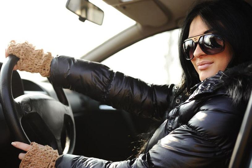 Nikt nie powiedział, że za kierownica nie możesz wyglądać modnie /123RF/PICSEL