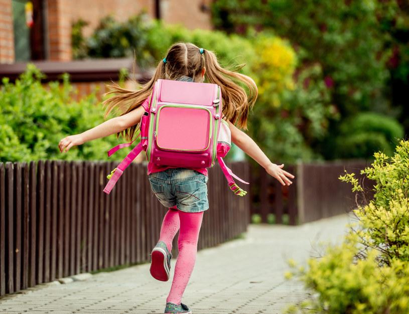 Nim dziecko zacznie samo wracać ze szkoły, musi poznać kilka ważych zasad /123RF/PICSEL