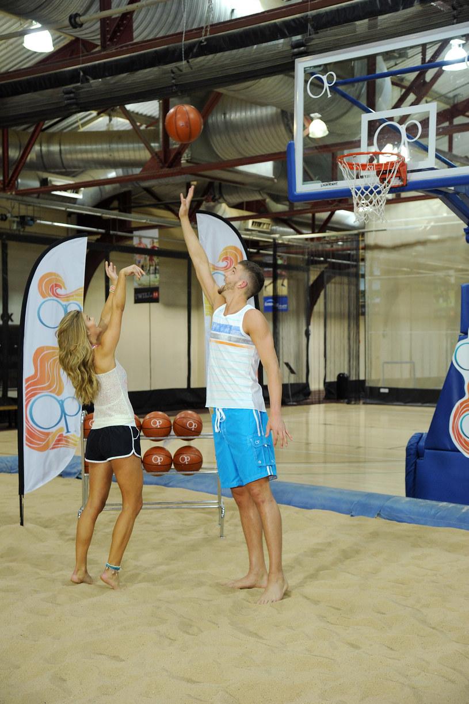 Nina Agdal, na zdj. z koszykarzem Chandlerem Parsonsem /Bryan Bedder /Getty Images