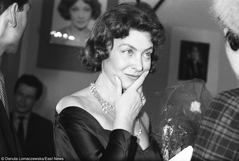 """Nina Andrycz w restauracji """"Stylowa"""", Krakow 1961., fot. Danuta B. Łomaczewska /East News"""