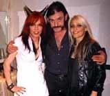 Nina C. Alice (pierwsza z lewej) z Lemmym i Doro Pesch /