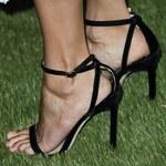 Nina Dobrev w niedopasowanych butach. Chyba nie było wygodnie...