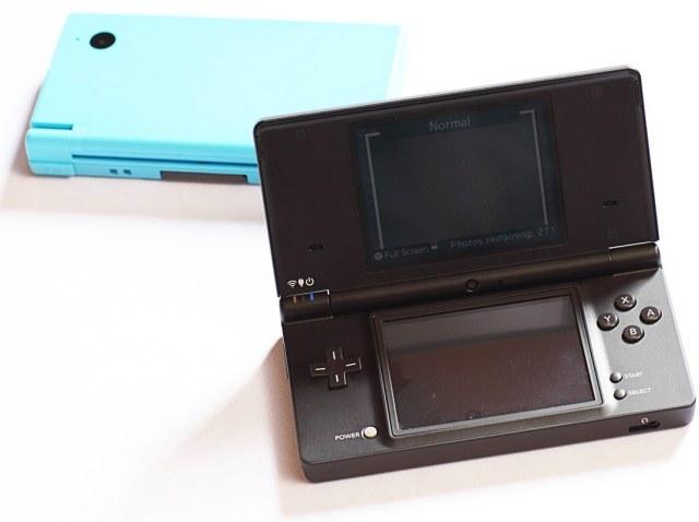 Nintendo DSi XL - czwarta wersja konsoli DS, która do europejskich sklepów zawitać ma w marcu /INTERIA.PL