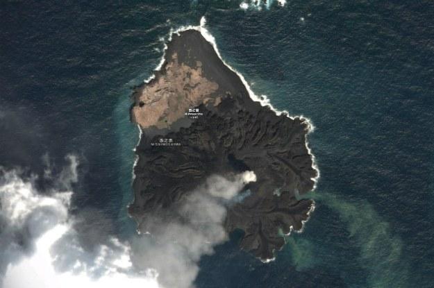 Nishino-shima zalana przez lawę                   Fot. Google Maps /materiały prasowe