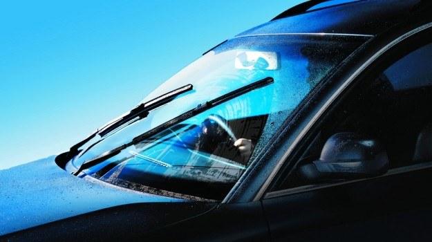 Niska jakość wycieraczek nie zawsze jest przyczyną nieskutecznego oczyszczania przedniej szyby. /Motor