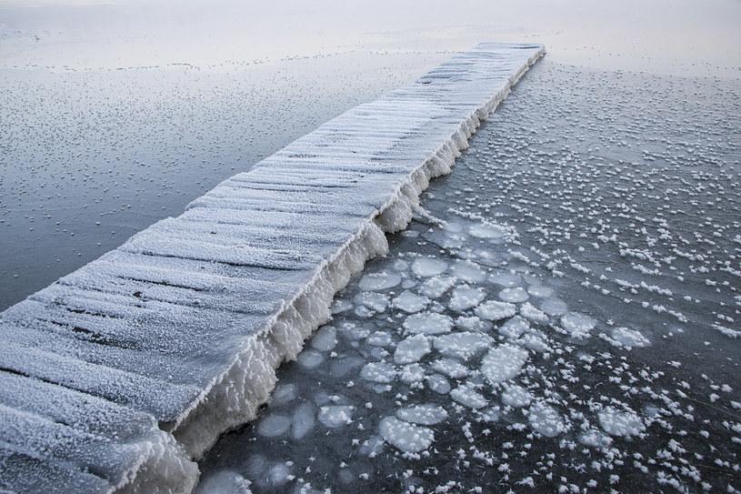 Niska temperatura spowodowała także zamarznięcie jeziora Wigry /Andrzej Sidor /Agencja FORUM