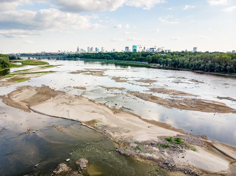 Niski poziom wody w Wiśle w Warszawie, lipiec 2019 /Lukasz Szczepanski /Reporter