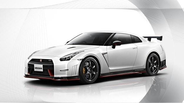 Nismo oferowany będzie w jednym z pięciu odcieni nadwozia: białym, srebrnym, grafitowym, czerwonym i matowoszarym. /Nissan