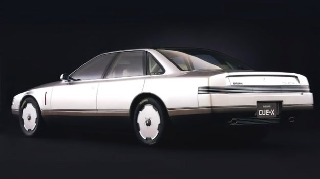 Nissan CUE-X ma rozstaw osi 280 cm, długość 486 cm i wysokość 130 cm. /Nissan