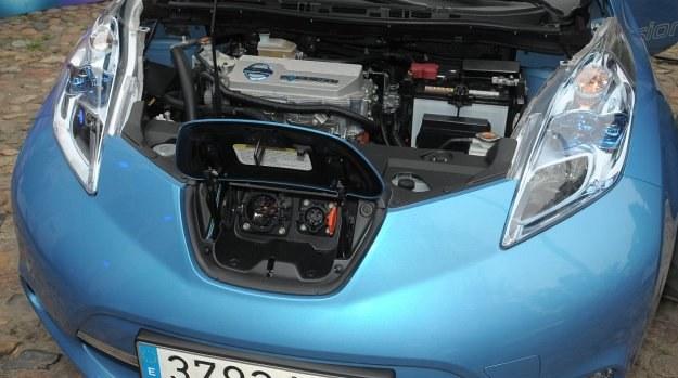 Nissan Leaf, nagrodzony europejskim tytułem Samochodu Roku 2011, to jak dotychczas najpopularniejszy samochód elektryczny na świecie (ponad 50 tys. sztuk). Nadal jednak jego sprzedaż nie jest dość satysfakcjonująca dla szefów koncernu Nissan-Renault. /Nissan