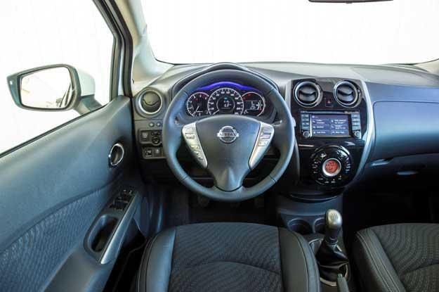 Nissan Note wyposażony jest w wiele systemów, które pomagają w opanowaniu sytuacji na drodze i poza nią /materiały prasowe